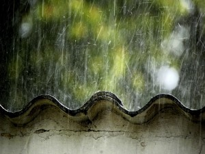 Postal: Lluvia sobre el tejado