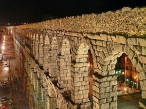 Postal: Vista nocturna del Acueducto de Segovia (España)