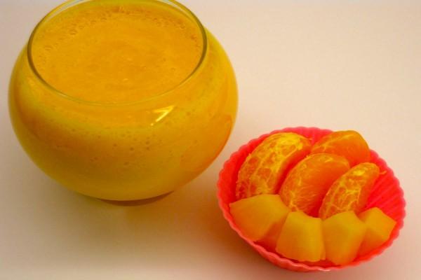 Zumo de piña y mandarina