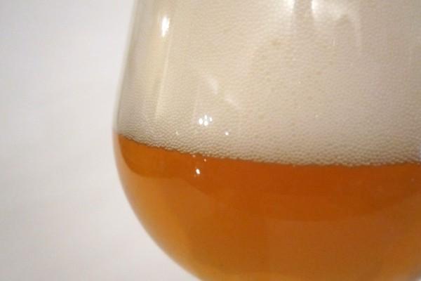 Cerveza con mucha espuma