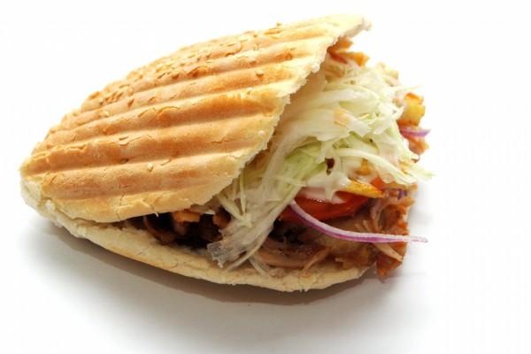 Kebab en pan de pita