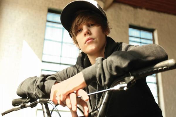 Justin Bieber en bicicleta