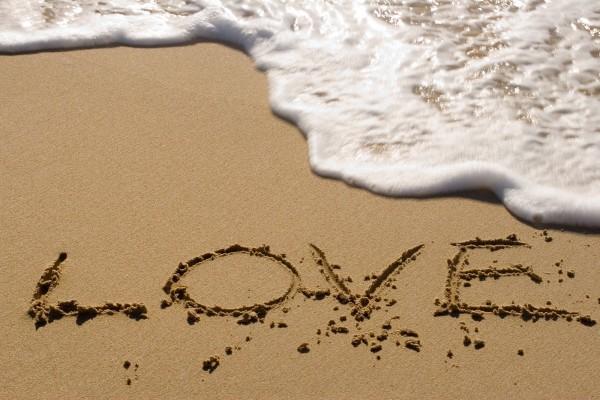 Amor en la arena de la playa