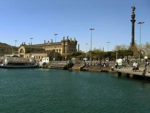 Postal: Embarcadero frente al monumento a Colón, en el Puerto de Barcelona