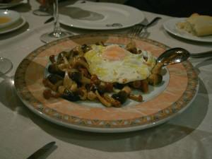 Postal: Setas con un huevo frito