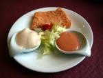Pastel de cabracho, con dos salsas de acompañamiento