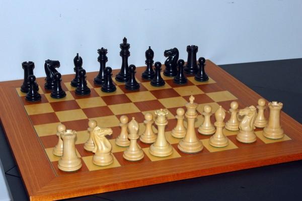 Tablero de ajedrez y fichas