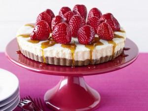 Postal: Tarta con nata y fresas