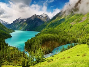 Precioso río de aguas turquesas