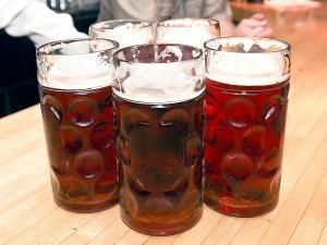 Jarras grandes de cerveza