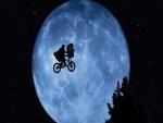 E.T. volando en bici