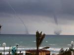Dos tornados en el mar