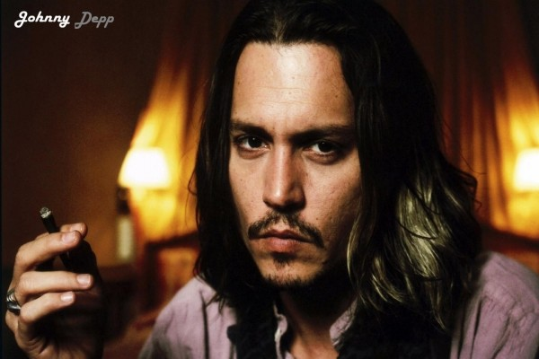 Johnny Depp fumándose un purito