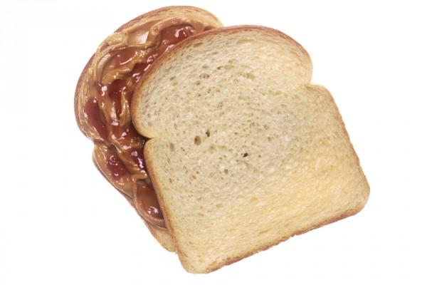 Rebanadas de pan con mantequilla de cacahuete y mermelada