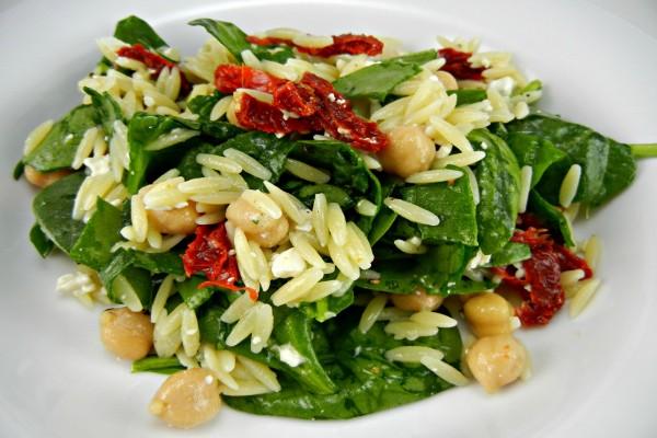 Ensalada de espinacas, garbanzos y arroz