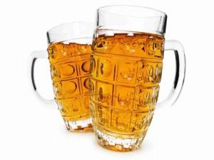 Dos jarras de cerveza