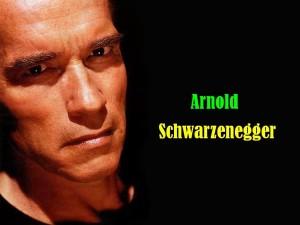 Postal: Arnold Schwarzenegger con cara de enfado