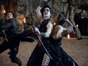 Postal: Hansel luchando contra las brujas