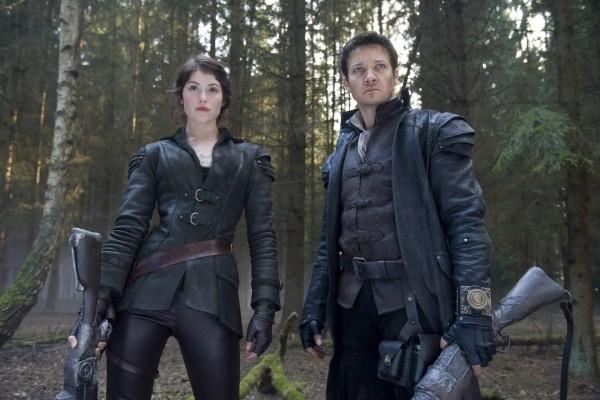 """Protagonistas de """"Hansel y Gretel: cazadores de brujas"""""""