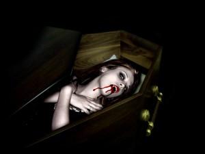 Postal: Vampiresa en su ataúd