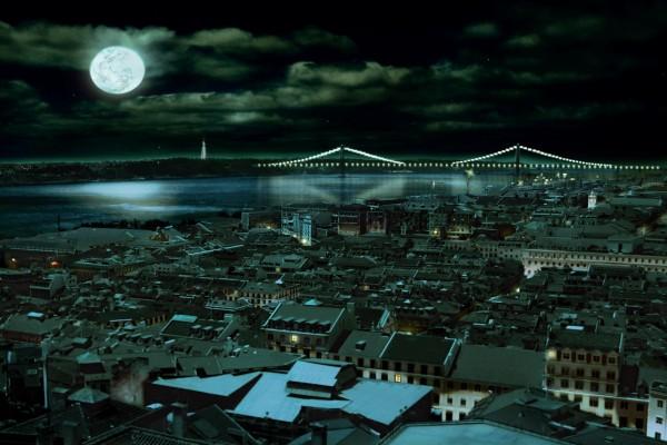 Luna llena sobre la ciudad