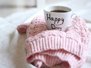 """Postal: Taza de café para tener un """"día feliz"""""""