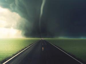 Postal: Tornado en la carretera