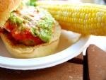Mazorca de maíz y hamburguesa