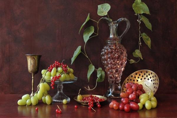 Uvas moradas y verdes