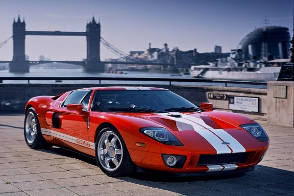 Ford GT-40 de color rojo