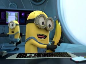 Postal: Mirando una banana (Gru, mi villano favorito 2)