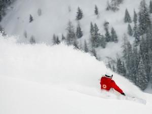 Postal: Levantando la nieve con la tabla de snowboard
