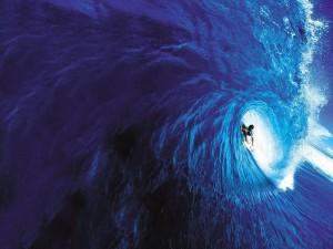 Postal: Dentro de una ola azul
