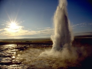 Erupción de un géiser en Islandia