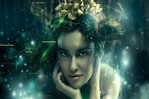 Chica con hojas en el pelo