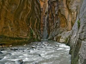 Postal: Entre rocas