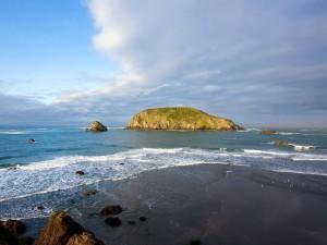 Postal: Un pequeño islote cerca de la playa