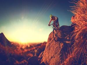 En bici al atardecer