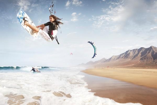 Kitesurf en una bonita playa