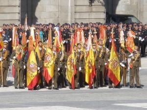 Soldados con la bandera española