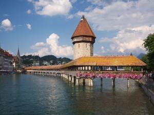 Postal: El puente Kapellbrücke en Lucerna, Suiza