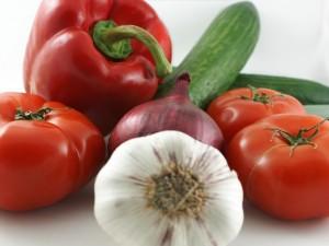 Tomates, pimiento, pepinos, cebolla y ajos