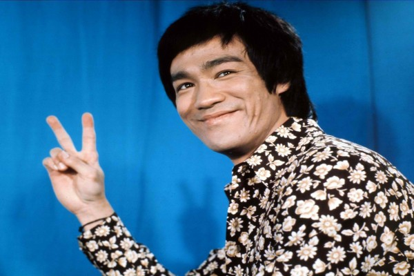 Bruce Lee sonriendo