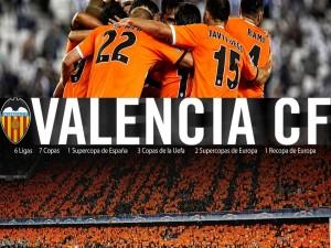 Jugadores del Valencia CF juntos en un abrazo
