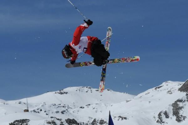 Acrobacia esquiando