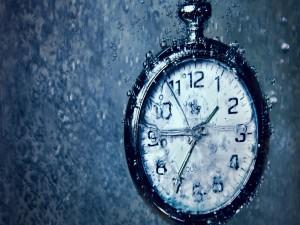 Postal: Reloj en el agua
