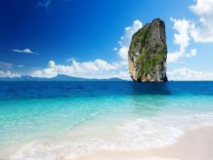 Postal: Gran roca en el mar