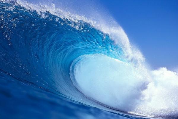 Gran ola en el mar