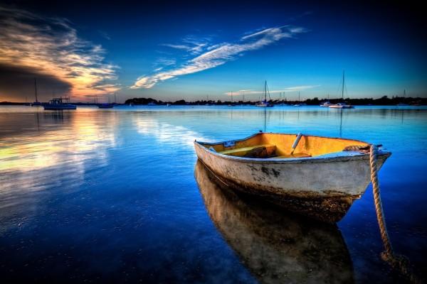 Barca al atardecer