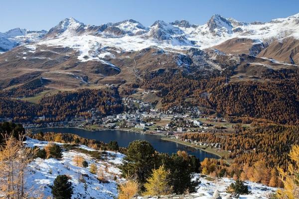 Vista de San Moritz y su lago, Cantón de los Grisones (Suiza)